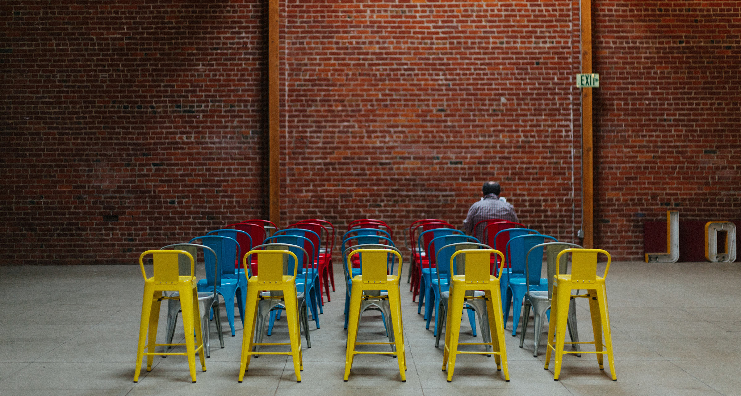audience of empty chairs