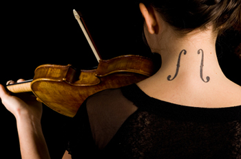 Female violinist with tattoo
