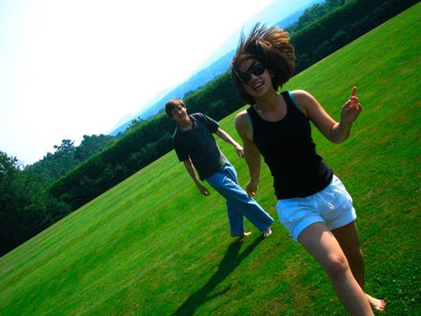 Craig Hubbard (French horn) and Yeh, frolicking on the Tanglewood grounds in 2007.