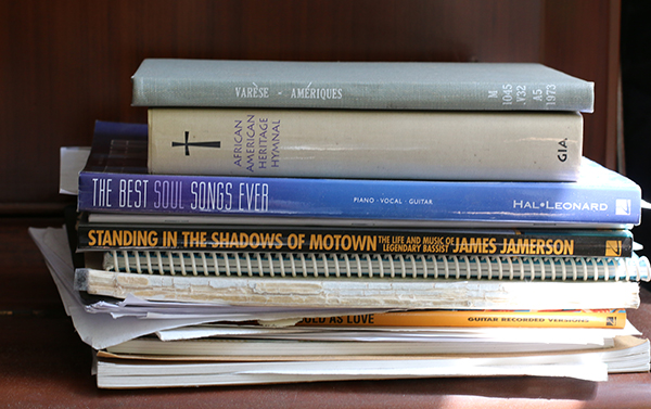 Du Yun: Book pile