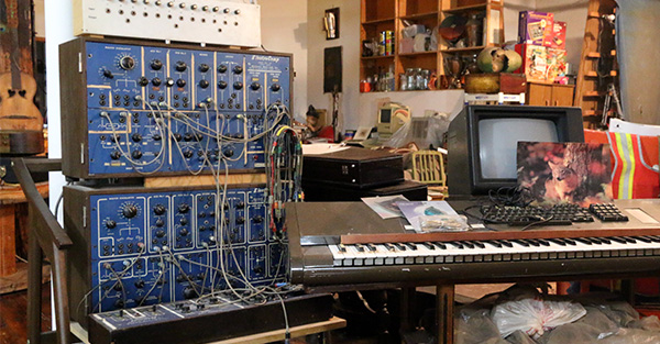 analog synthesizers with patchcords and keyboard console