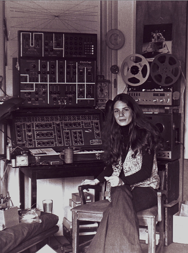 Laurie Spiegel with her equipment including patchcord analog synthesizers, keyboard console, and a reel-to-reel tape recorder in 1971. Photo by Stan Bratman, courtesy Laurie Spiegel.
