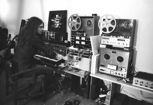 Spiegel with reel-to-reels and synthesizers