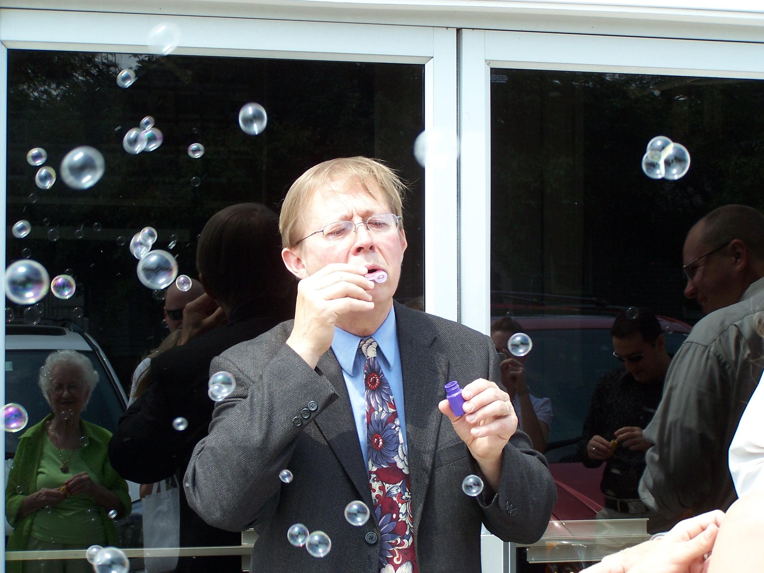 David Maslanka blowing bubbles in Hudson, Illinois on June 7, 2008