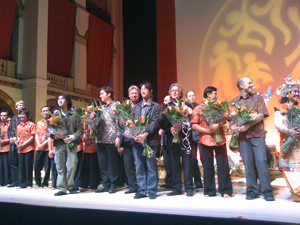Composers (including Matius Shan Boone, Gordon Dic Lun Fung, Iwan Genawan and Evan Ziporyn) and performers taking bows after the Gamelan event
